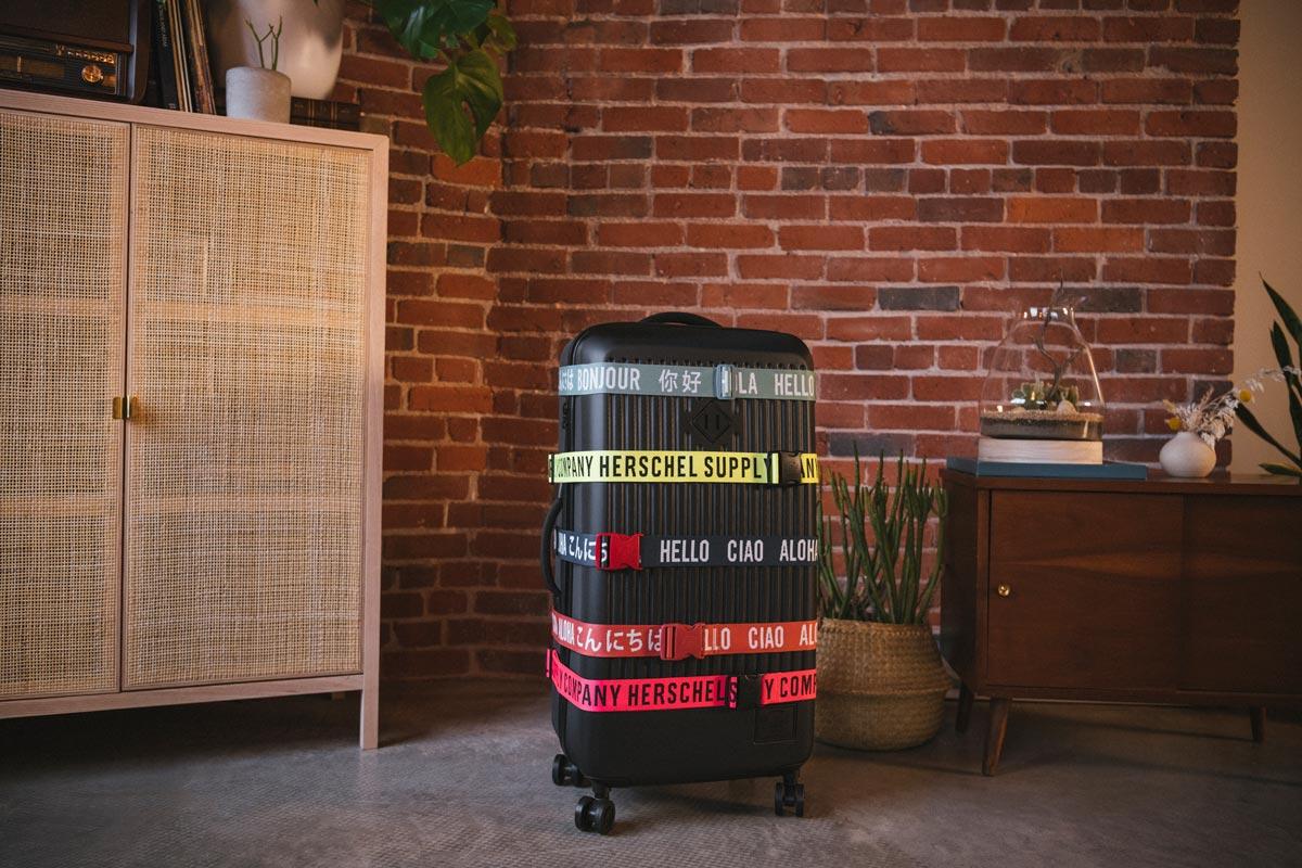 Ein Gepäckgurt sorgt dafür, dass Ihr aufgegebenes Gepäck während des Transports sicher ist und auf dem Gepäckband leicht zu erkennen ist