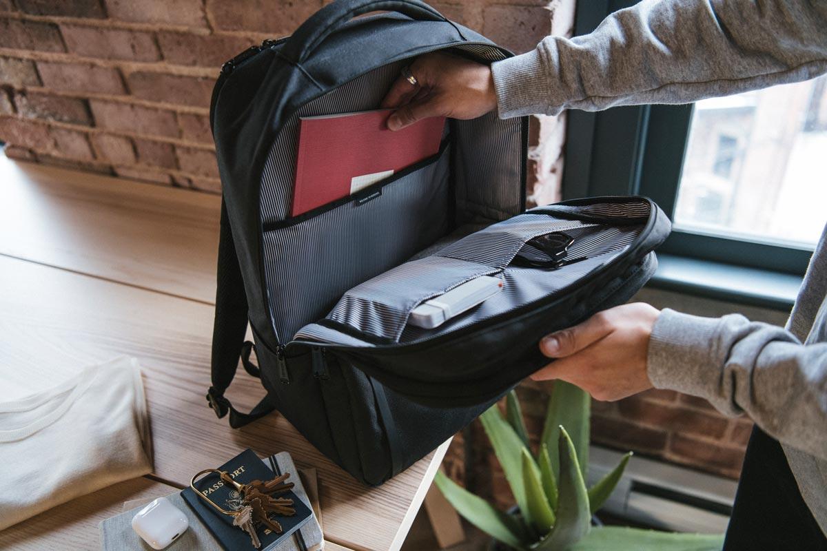 "Internal storage sleeves / 15"" padded fleece lined laptop sleeve"